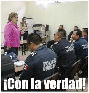 2 - 1 alcaldesa con los policias de la paz 001