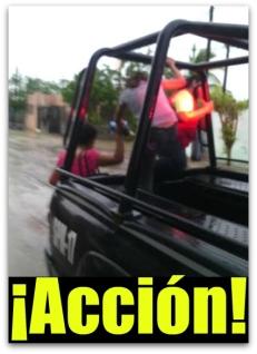1 ahi estan los policias rescatando familias