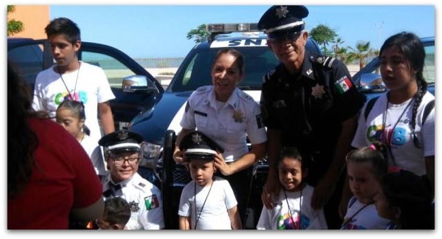 0 a a policia federal con niños crit teleton la paz